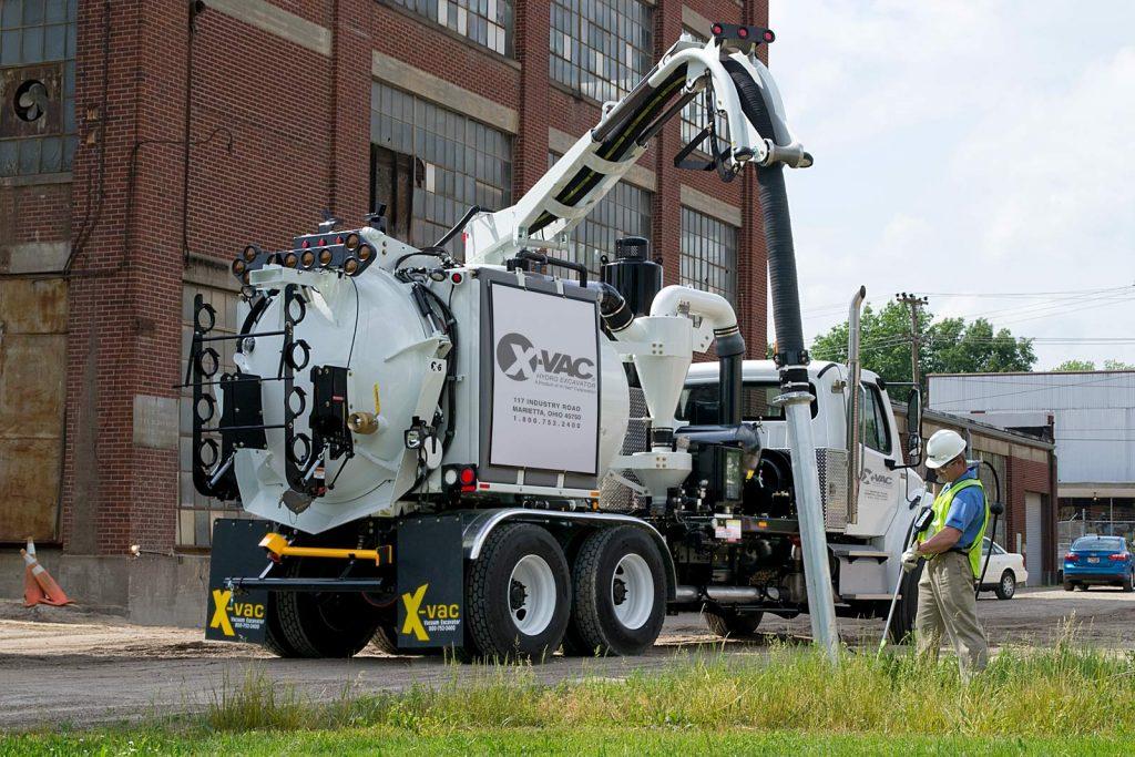 X-6-hydro-excavator-in-action